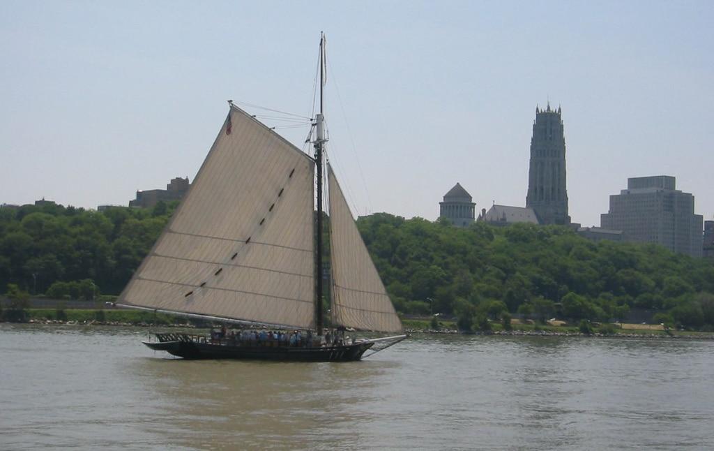 Sloop Clearwater off Manhattan