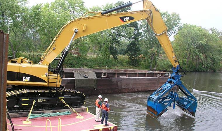 GE Hudson River Dredging Operation